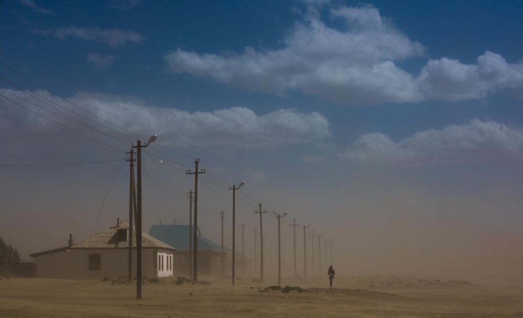 Константин Киквидзе, Казахстан, название работы: Песчаная буря - не повод пропускать школу.